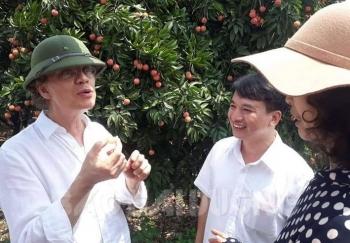 Swedish Ambassador spends weekend in lychee garden