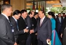 prime minister arrives in bangkok for acmecs 8 clmv 9