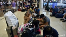 bali shuts airport after volcanic eruption