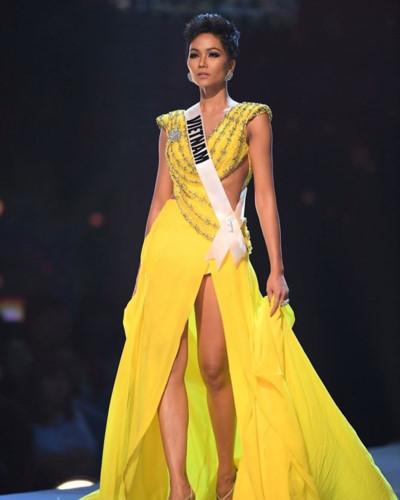 Yellow evening gown worn by Vietnamese beauty wins Miss Universe award