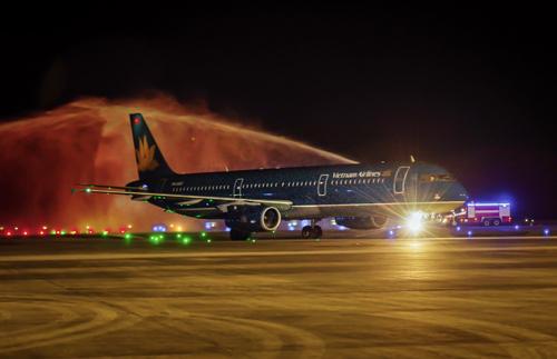 Vietnam's first international flight lands at Van Don airport