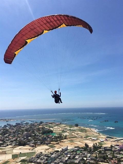 Korean athlete wins int'l paragliding champs on Ly Son island