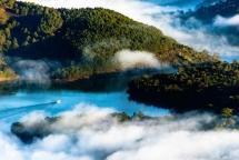 romantic da lat in clouds