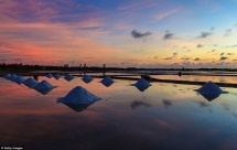 Vietnam's salt fields among top most breathtaking sunset spots on earth