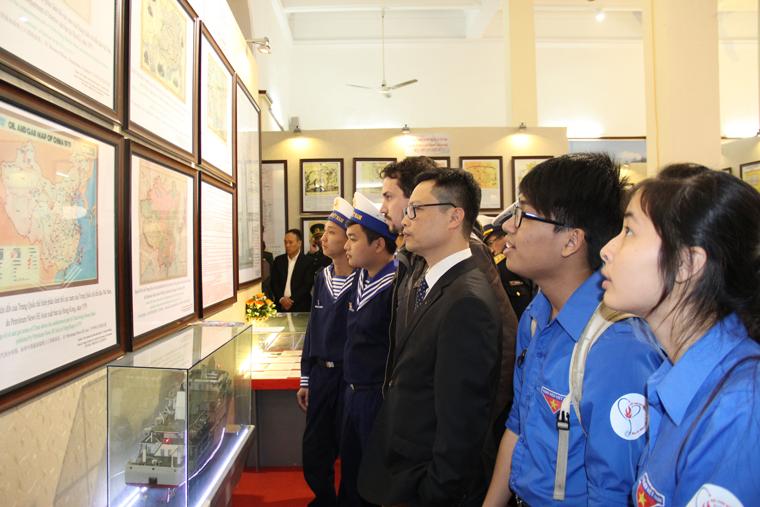 """Exhibition """"Truong Sa – Hoang Sa Archipelagos"""" opens in Dong Nai"""