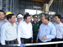 pm inspects environment at formosa ha tinh steel company