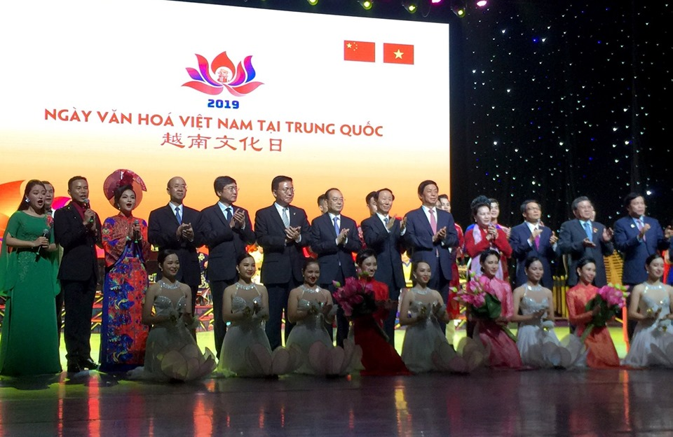 NA Chairwoman attends art performance honouring Vietnam-China ties
