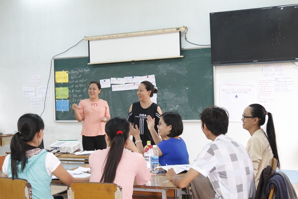 Training courses for the life skills teachers and social mobilizers