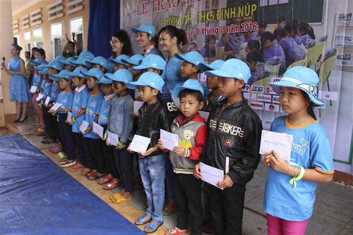 2030 Library Caravan brings books for Daklak students