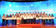 vnpt honours 140 outstanding workers in 2016