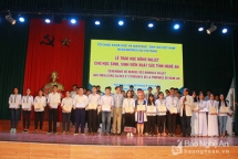 146 students in nghe an receive vallet scholarship