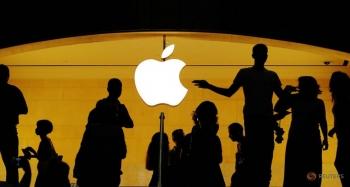 Apple breaches USD 1 trillion stock market valuation