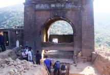 vestiges unearthed at hai van gate