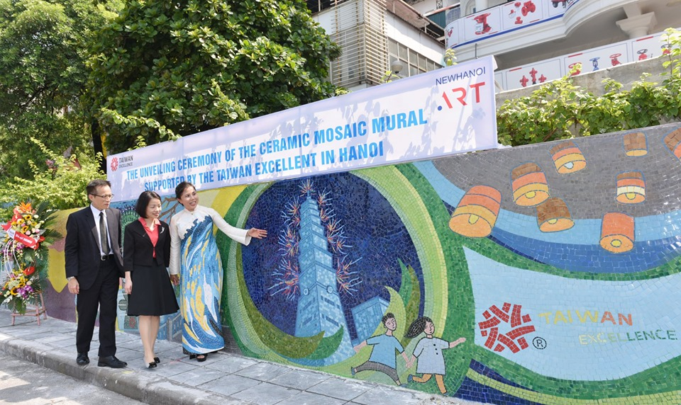 Hanoi Ceramic Road promotes friendship