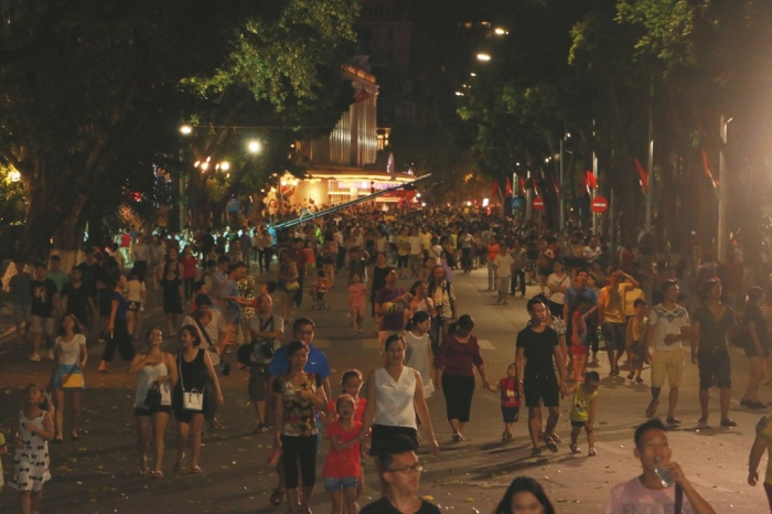 Hanoi hits more VND500 billion after three days of opening walking streets