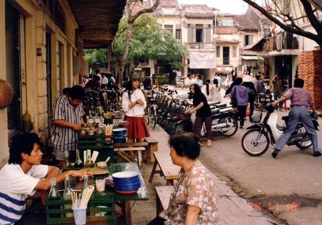 Hanoi Old Quarter during 1990s through photos of Japanese Ambassador