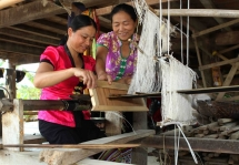 Exploring hand embroidery fabric of Thai women