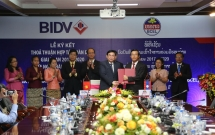two biggest banks of vietnam and laos boost cooperation