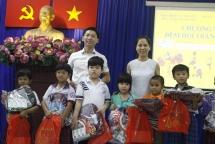 hufo 500 mid autumn festival gifts for poor children