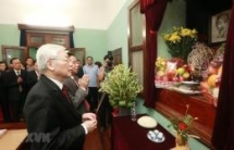 party leader president nguyen phu trong offers incense to president ho chi minh