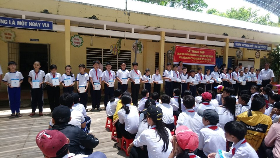 Vinh Long: COPI scholarships presented to over 50 needy students