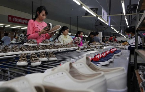 Footwear, handbag exports reel in nearly 14.5 bln USD in eight months