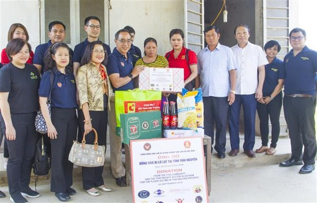 Thai Embassy supports flood victims in Thai Nguyen