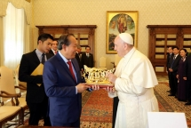 Deputy PM Truong Hoa Binh meets Vatican leaders
