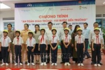 over 1300 primary students in gia lai received helmets
