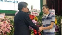 world first hand transplant from living donor performed by vietnamese surgeon