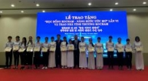 zhishan awards scholarships to 700 poor students in two central provinces