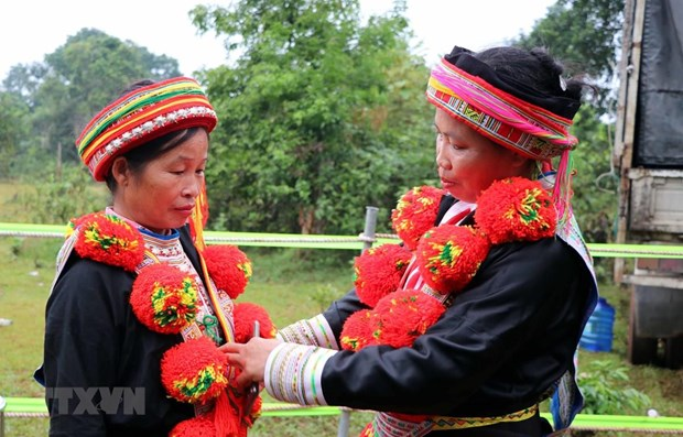 Red Dao ethnic people's traditional costume decoration art recognised as national heritage