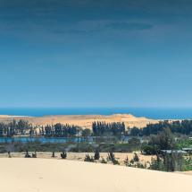 Road to Vietnam's largest sand dune