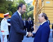 vietnam france highlight determination to promote ties