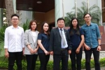 vietnamese students make paving materials from plastic bags