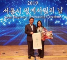 first vietnamese receives seoul honorary citizenship title