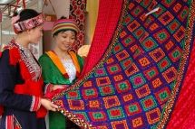 first ever vietnam brocade festival to be hosted in dak nong