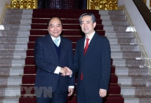 pm welcomes newly appointed chinese danish ambassadors