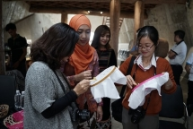 vietnamese indonesian artisans present traditional batik brocade art