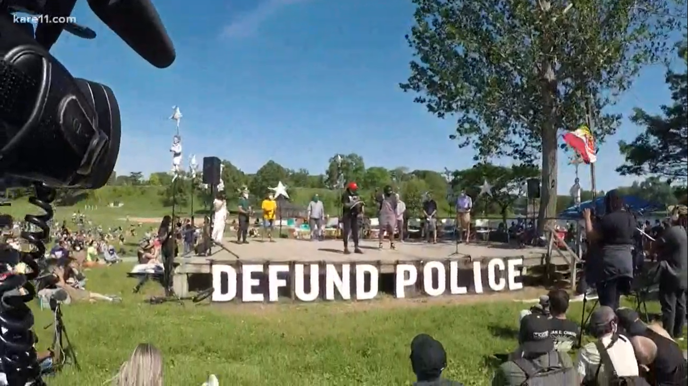 Protests in America: Minneapolis city council pledges to dismantle police department