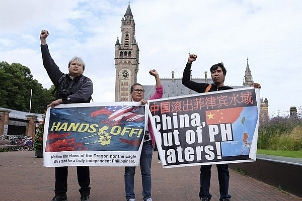 Philipinos-protest-against-China's-claim-over-East-Sea