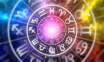daily horoscope for july 6 zodiac forecast rating and a full moon lunar eclipse